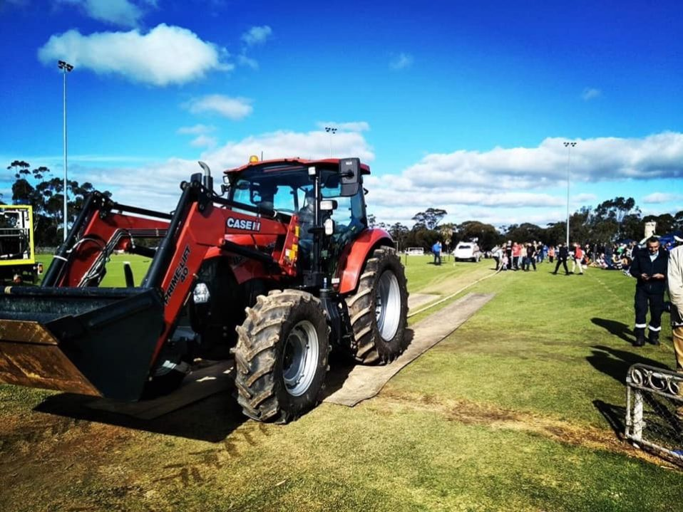 Beverley townspeople doing a tractor pull on a Case IH Farmall