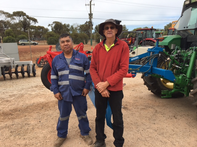 Dom Manganti, Boekemen's Assembly & Pre-Delivery Inspection man and Peter Stewart from Irishtown and his newly purchased John Berends 8′ Grader EDH Blade