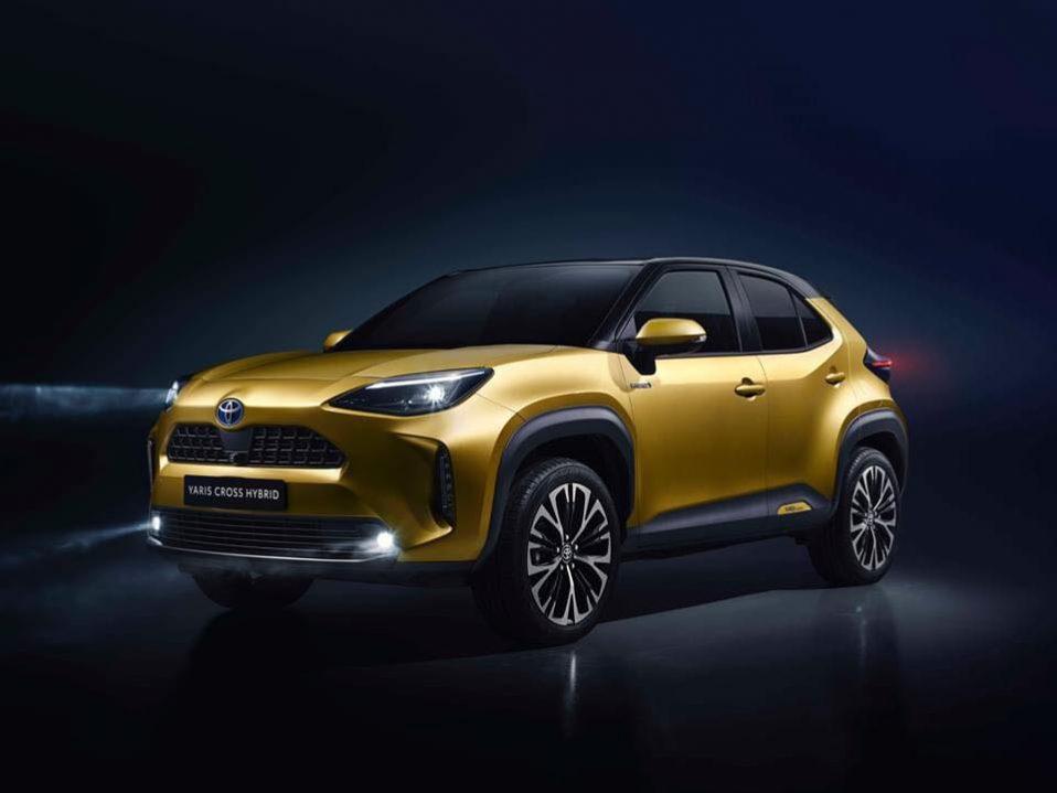 Toyota Yaris Cross Hybrid Tuscan Gold
